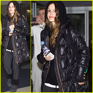 Rachel Bilson Supports Threads of Change