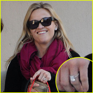 Reese Witherspoon Shows Off Engagement Ring!