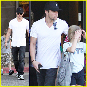 Ryan Phillippe Picks Up Ava & Deacon
