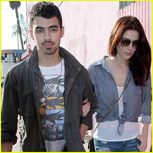 Ashley Greene & Joe Jonas: Afternoon Lunch Lovers!