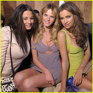 Irina Shayk: Club SI Swimsuit with Anne V. and Jessica Gomes!