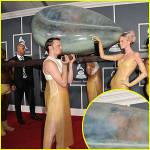 Beyonce Grammys 2013 on Lady Gaga  Grammys Egg Arrival    2011 Grammy Awards  Lady Gaga   Just