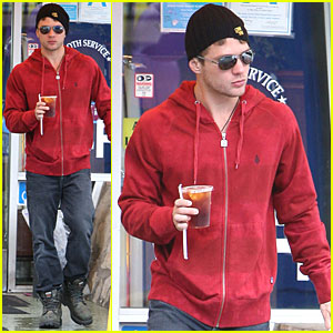 Ryan Phillippe: Rainy Day Diner Stop