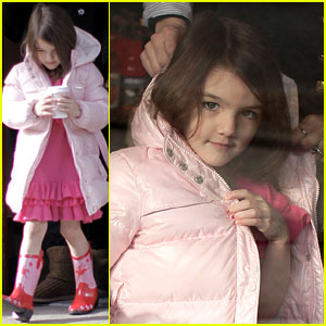 Suri Cruise: Pink Lady at Starbucks!