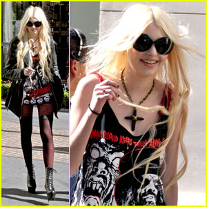 Taylor Momsen Is Pretty Reckless at The Grove