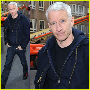 Anderson Cooper: Walking Manhattan Man