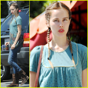 Isabel Lucas: Pigtails & Birds!