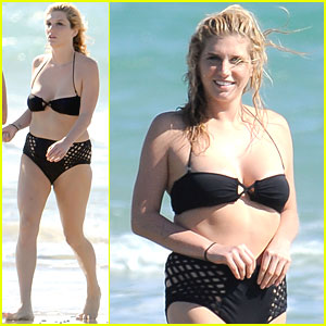 Ke$ha: Bikini Babe in Australia!