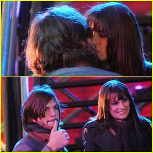 Lea Michele & Ashton Kutcher: Kiss Kiss!