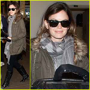 Rachel Bilson Lugs Her Luggage