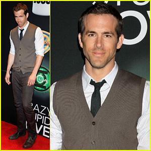 Green Lantern Ryan Reynolds on Ryan Reynolds   The Green Lantern  Arrives At Cinemacon