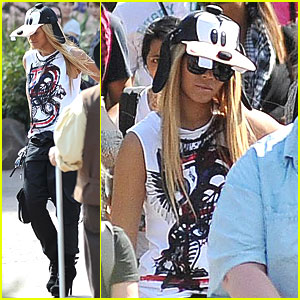 Beyonce: Goofy Hat at Disneyland Paris!
