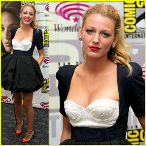 Blake Lively: WonderCon with Ryan Reynolds!