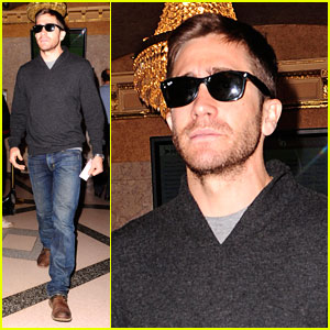 Jake Gyllenhaal Reads 'The Book of Mormon'