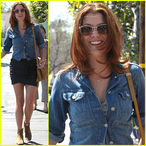 Kate Walsh: My Mom is the Original Cougar!
