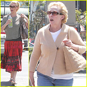 Katherine Heigl: Manicure with Mom!
