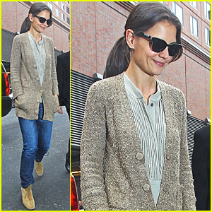 Katie Holmes: Rainy Wednesday in NYC