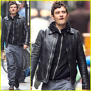 Orlando Bloom Bundles Up for Breakfast
