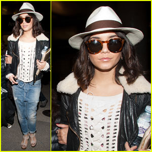 Vanessa Hudgens: LAX Landing with Mom Gina!