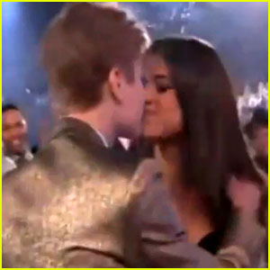 Selena Gomez & Justin Bieber Kiss at Billboard Awards