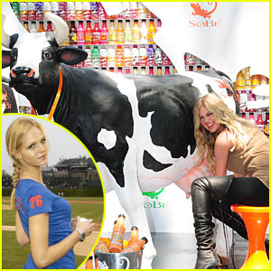Kate Upton: Model Milking a Cow!