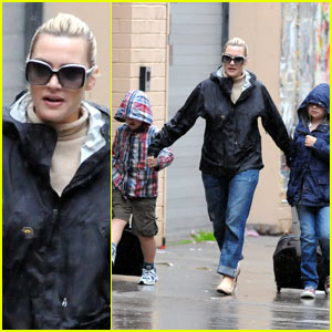 Kate Winslet: Rainy Day Walk
