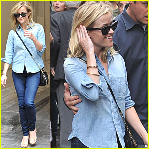 Reese Witherspoon: Shopping in Paris!