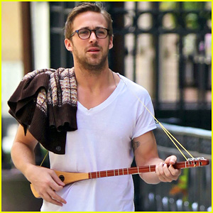 Ryan Gosling: Three String Guitar in New York City!