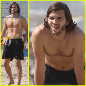 Ashton Kutcher: Beach Volleyball in Brazil!