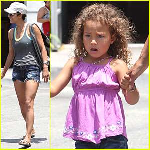 Halle Berry & Nahla: Vito's Pizza Pair