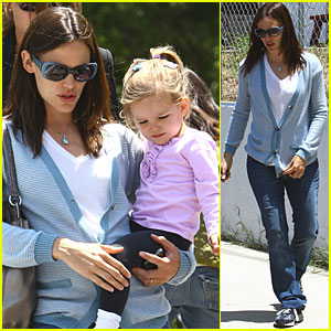 Jennifer Garner & Seraphina Play at the Park