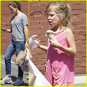Jennifer Garner: Shoe Shopping with Violet