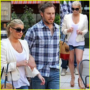 Jessica Simpson Adopts Eric Johnson's Dog!