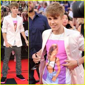 Justin Bieber - MuchMusic Video Awards 2011 Red Carpet