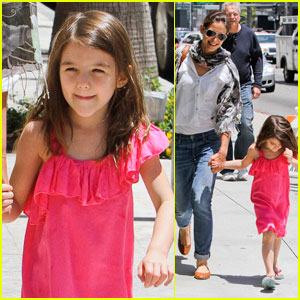 Katie Holmes: Sunny Stroll with Suri!