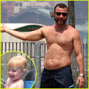 Liev Schreiber: Shirtless at the Water Park!