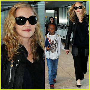 Madonna: Heathrow Airport with David & Rocco!