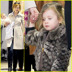 Nicole Kidman: Sydney Airport with Sunday & Faith!
