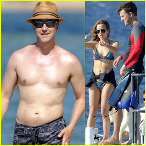 Edward Norton: Shirtless Beach Bod with Shauna Robertson!