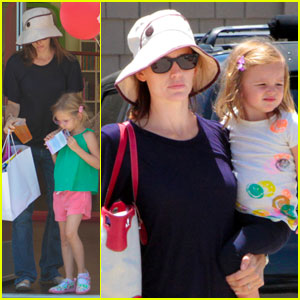 Jennifer Garner: Books and Cookies with the Girls!