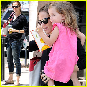 Jennifer Garner: Swim Class with Violet &#038; Seraphina
