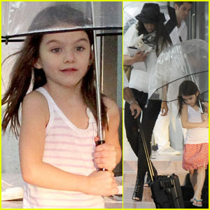 Katie Holmes &#038; Suri: Rain, Rain, Go Away!