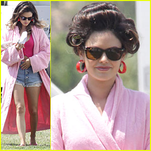 Rachel Bilson: Cropped Top & Daisy Dukes on Set!