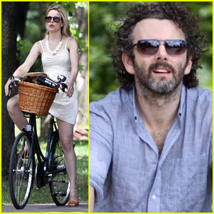 Rachel McAdams: Biking with