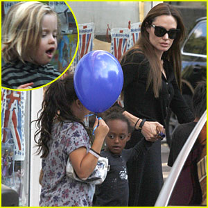 Angelina Jolie: Pottery Cafe with the Kids!