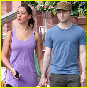 Daniel Radcliffe: Holding Hands with a Mystery Gal!