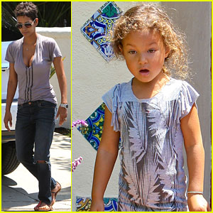 Halle Berry & Nahla: Schooltime Pickup