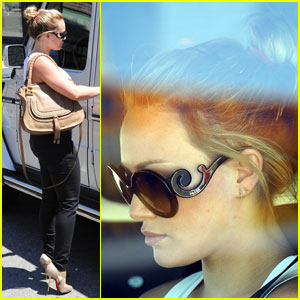 Hilary Duff: Pretty Prada Sunglasses!
