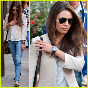 Mila Kunis: Shopping in Paris!
