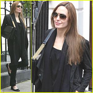 Angelina Jolie: Indian Restaurant Visit